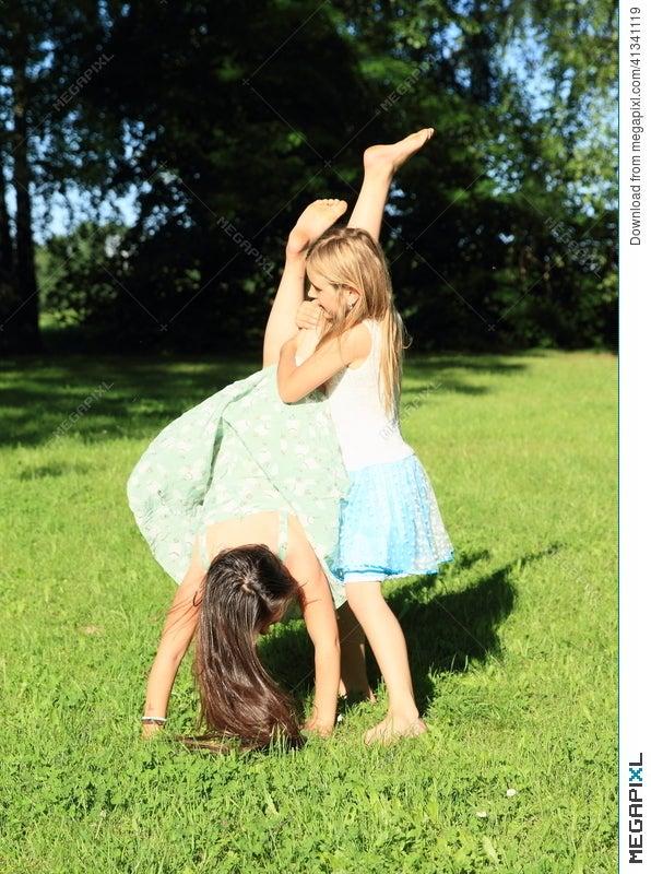 handstand-girls-porn-tanner-mayes-ass