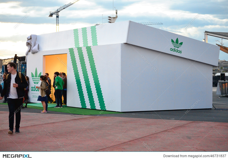 The Adidas Store, A Giant Shoebox Stock Photo 46731837 - Megapixl