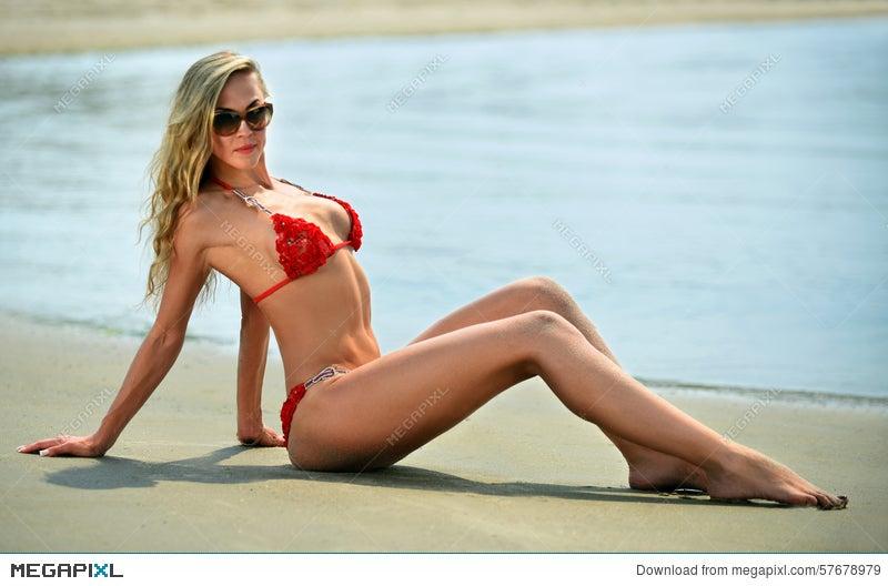 Free bikini model thumbs
