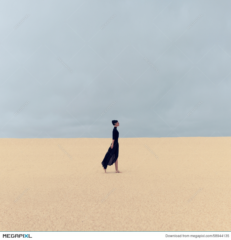 5a4f7e33a Stylish Girl In Black Clothes Walking In The Desert Stock Photo ...