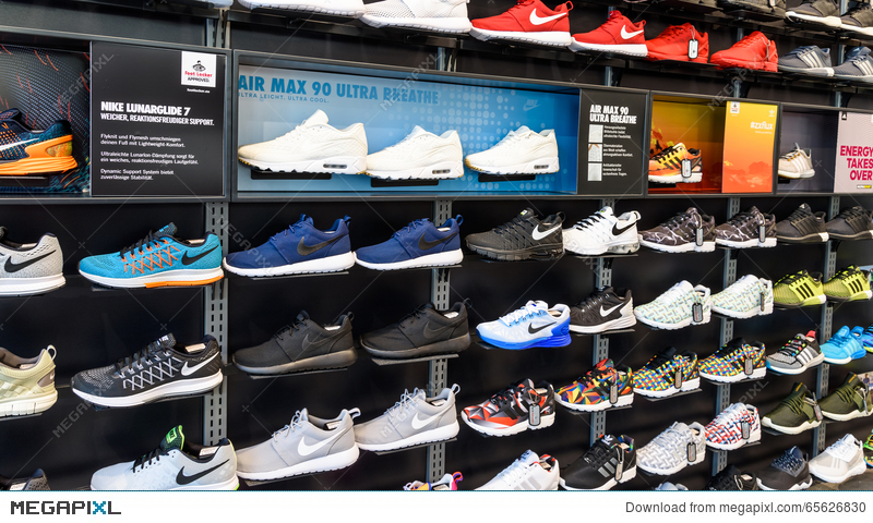 240d03467c0 Nike Running Shoes For Sale In Nike Shoe Store Display Stock Photo ...